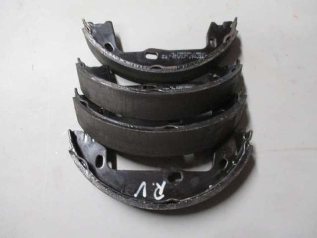 Satz bremsbacken hinten handbremse bild2