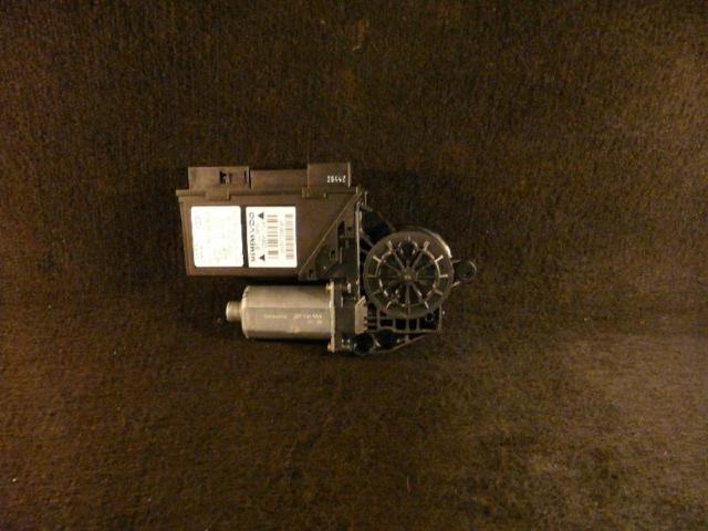 Fensterhebermotor vorne rechts a4 1.9l 96kw bild1