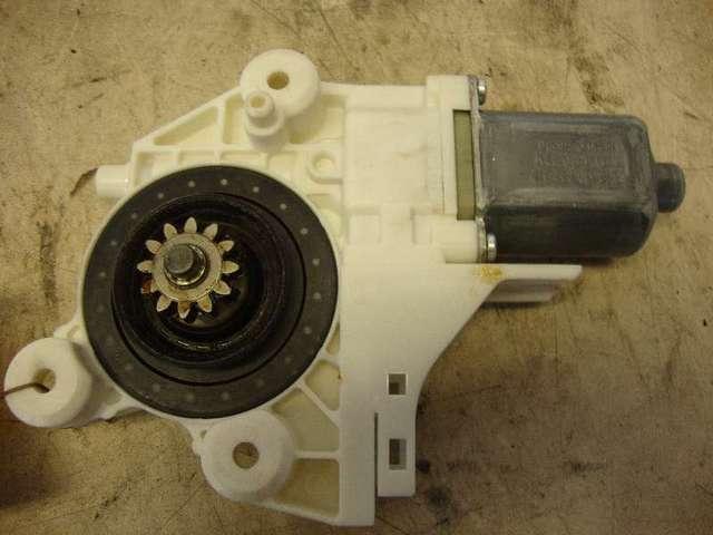 Motor fensterheber vorne links   focus 2  1,8  bj 07 bild1