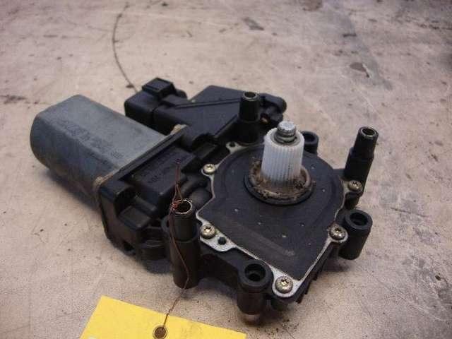 Motor fensterheber vorne links a3 8l  1,6 bj 98 bild1