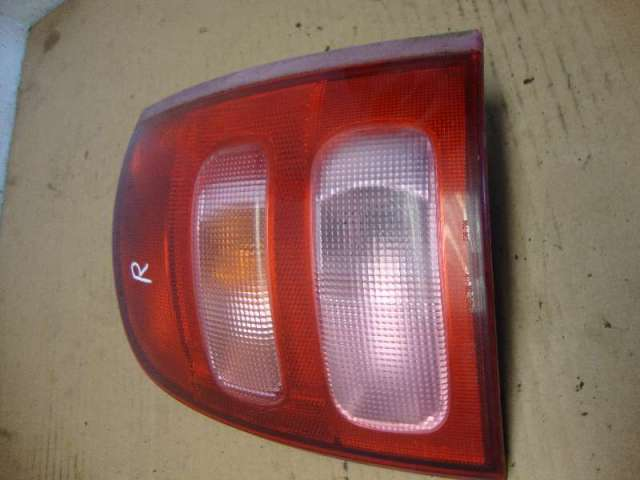 Rückleuchte rechts Micra K11  44 KW Bj.01