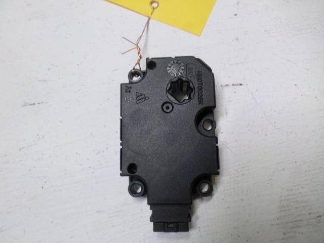 Stellmotor fuer heizung   b180 bj 2012 bild1