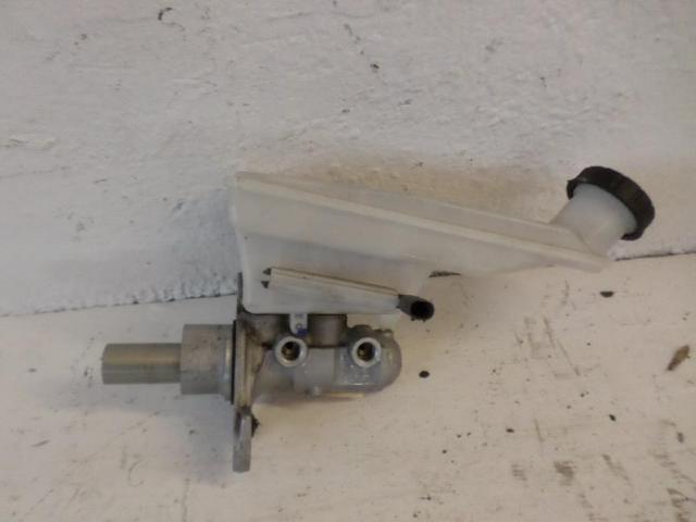 Hauptbremszylinder b180 bj 2012 bild1