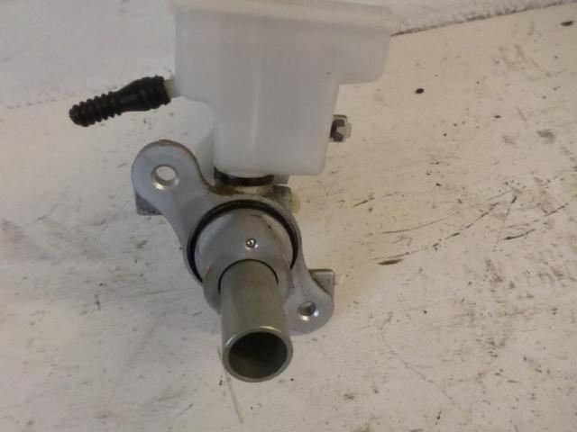 Hauptbremszylinder b180 bj 2012 bild2