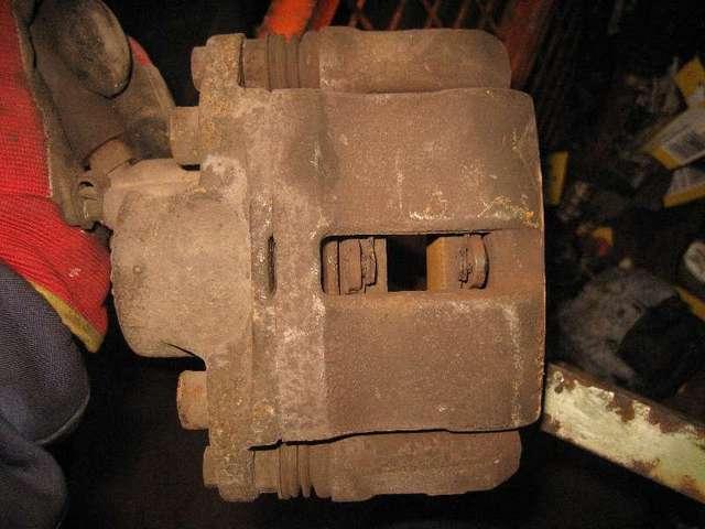 Bremszange vorne links  bild2
