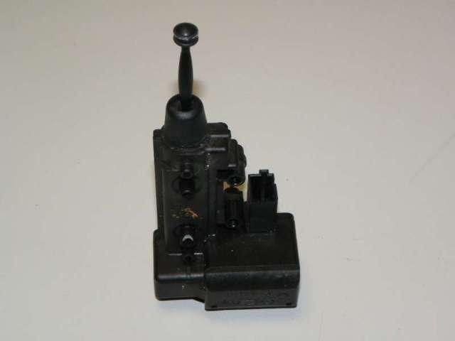 Stellmotor seitenscheibe hinten rechts bild1
