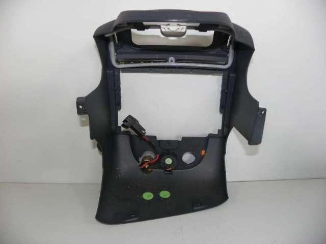 Verkleidung mittelkonsole radioschacht bild2