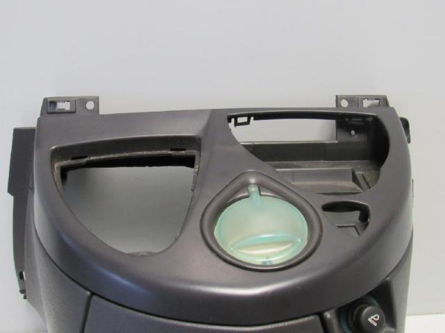 Verkleidung armaturentafel getaenkehalter bild2