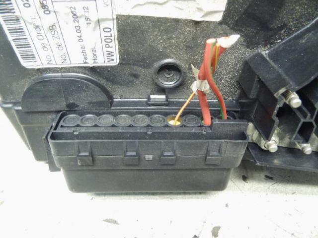 Abdeckung batterie sicherungstraeger bild2