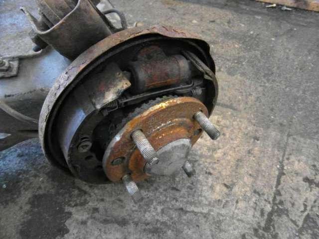 Hinterachsschwinge hinten links mit bremstrommel bild1